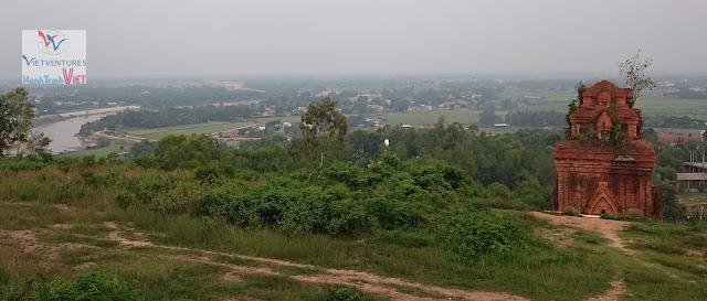 Chiêm ngưỡng Tháp Bánh Ít ở Bình Định