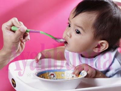 Tanda-tanda bayi siap untuk makanan padat