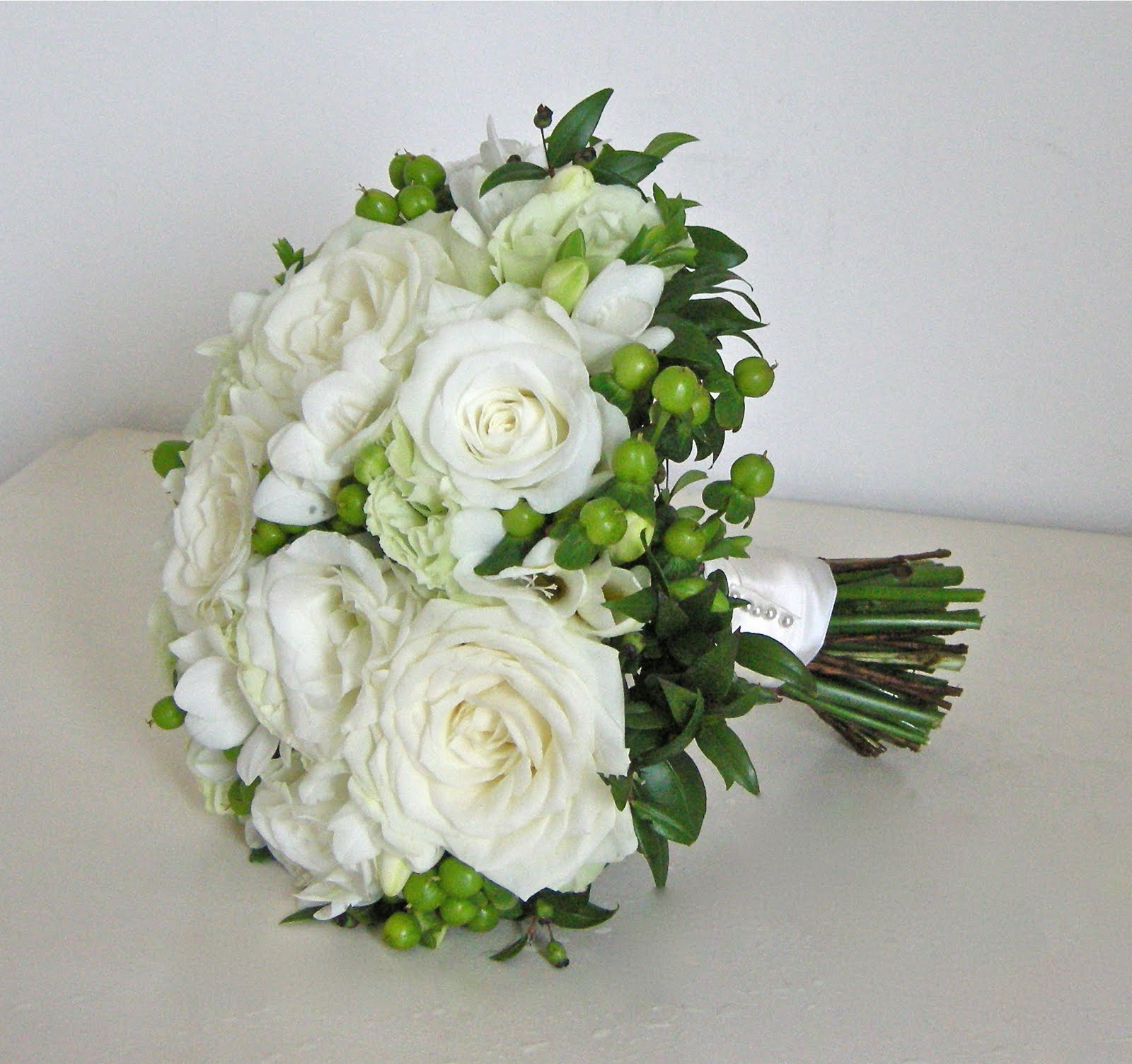 Wedding Flowers Blog Holly 39 S Classic Green And White Wedding Flowers