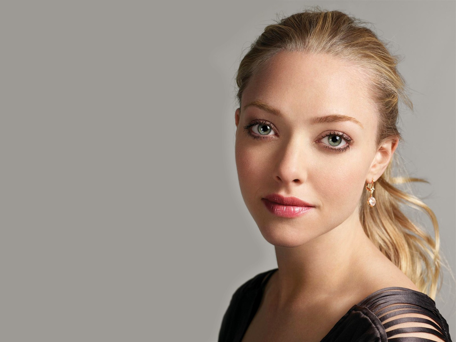 amanda seyfried latest wallpaper 2013 amanda seyfried latest wallpaper ... Amanda Seyfried
