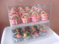 rozi tempah 2 kotak bakul pastri mini hantaran dan 2 kotak coklat