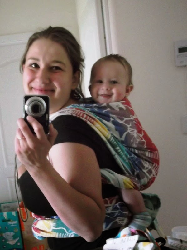 uśmiechnięte dziecko w chuście pellicano Nazka Kluer