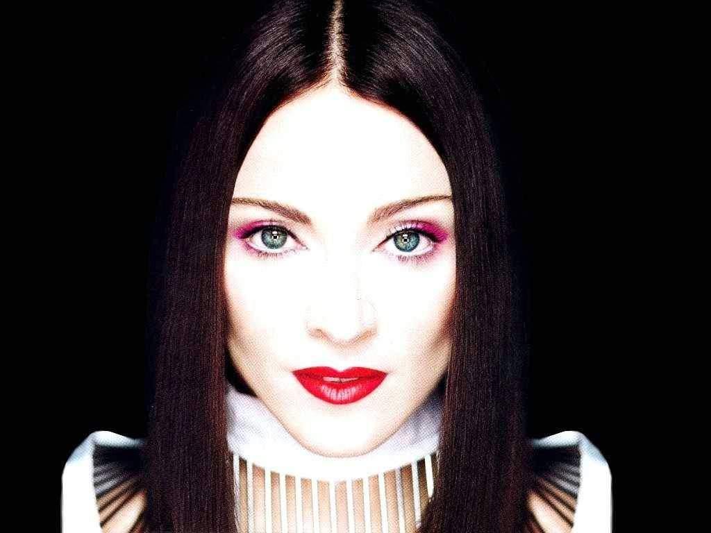 http://4.bp.blogspot.com/-N3Rwuf14s2g/TkEowoW_2PI/AAAAAAAAAaM/89efk46IC8w/s1600/Madonna+Madona+www.paul-wolf.blogspot.com+%25281%2529.jpg