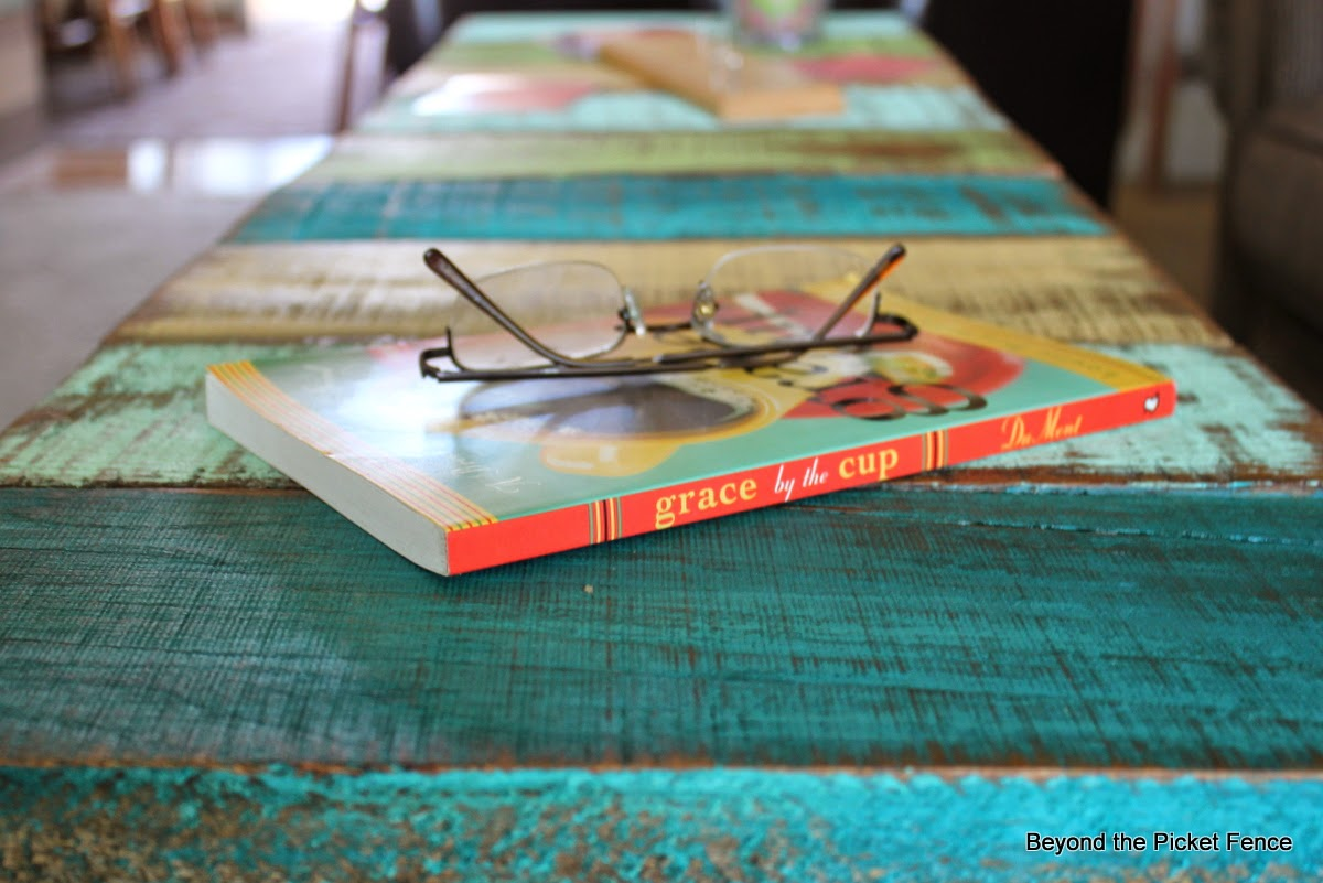 Reclaimed Wood Coffee Table or Bench Tutorial http://bec4-beyondthepicketfence.blogspot.com/2014/07/how-to-make-reclaimed-wood-benchcoffee.html
