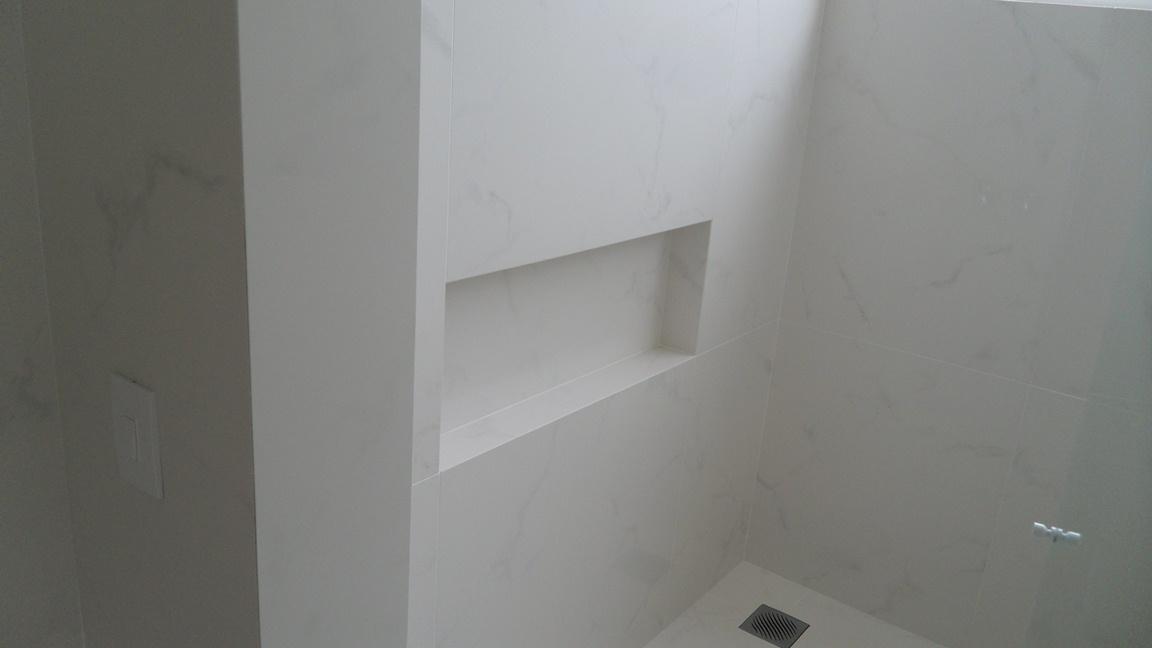 Bel Taglio , cortes especiais em porcelanato Banheiro com cortes meia esqua -> Nicho Banheiro Porcelanato