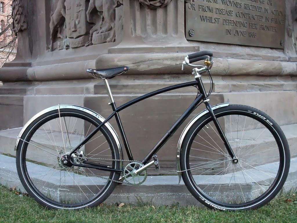 stalowy cruiser (a może nieco ekstrawagancki rower miejski?)