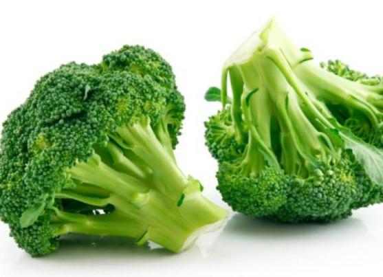 Ăn nhiều rau quả xanh để trị mụn