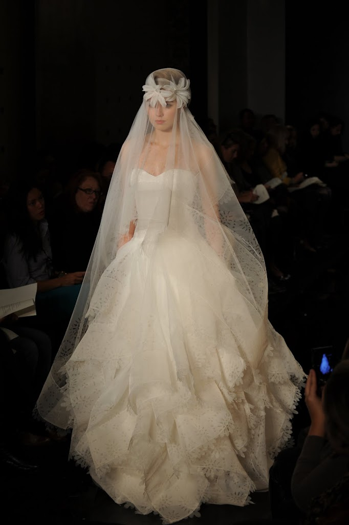 Reem_Acra_Wedding_Dress_Full_Veil