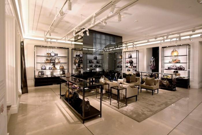 Burberry Brit Store A Milano : Toplook magazine burberry ha inaugurato la sua prima