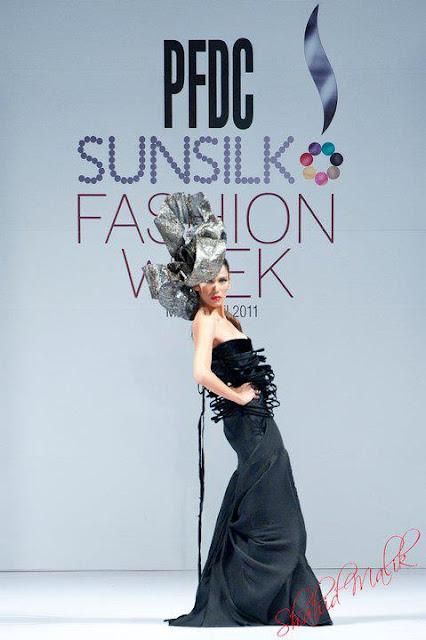 Pakistani Fashion Model - Fayezah A Ansari