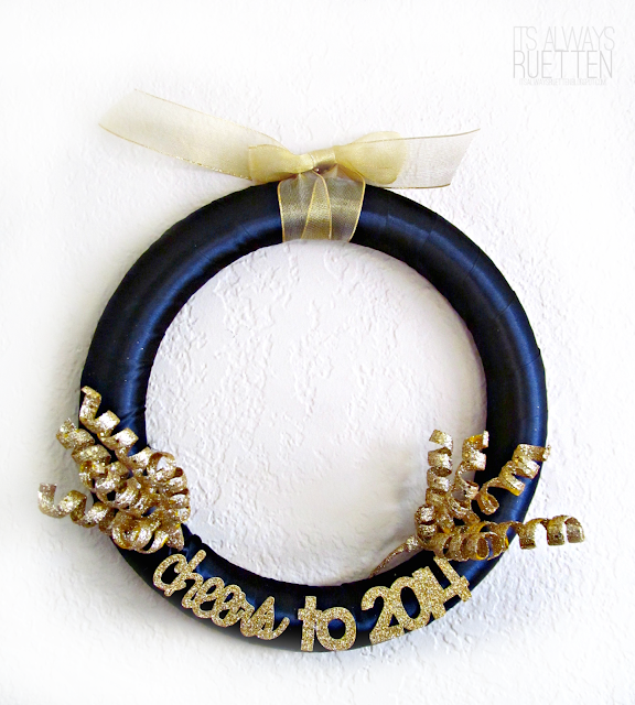 Love this glam 2014 New Years wreath!