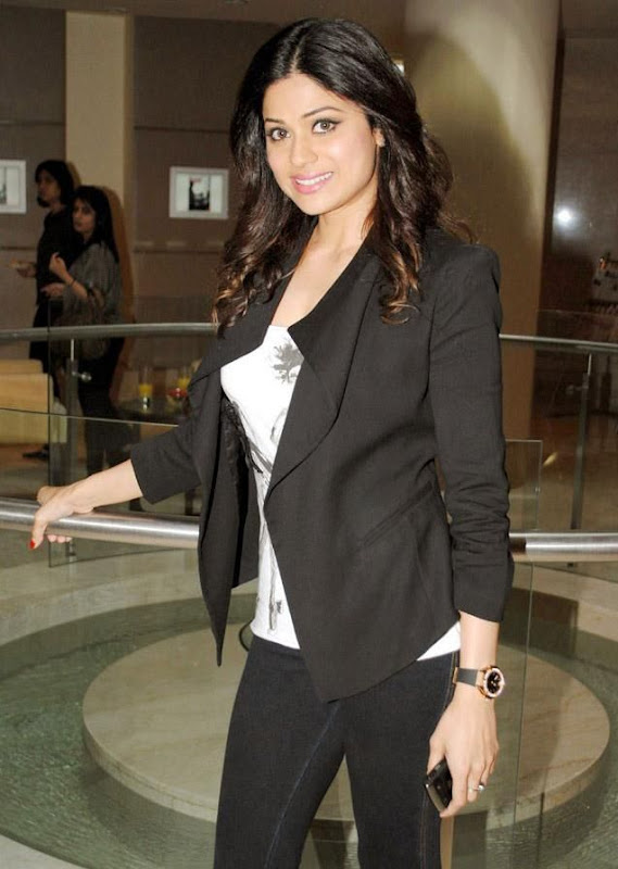Shamita Shetty  Bollywood Actress In Spandex Black Pant Wearing glamour images