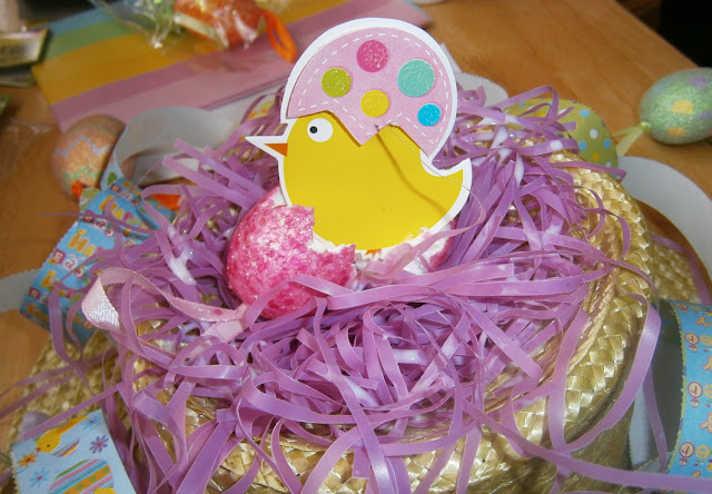 decorating easter bonnets for children egg and chick easy and cheap