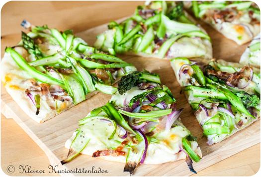 Pizza mit grünem Spargel