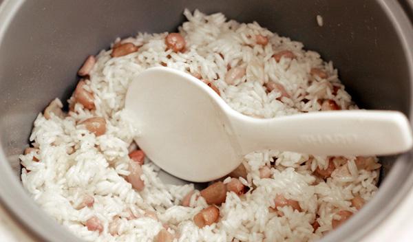 Bí quyết nấu xôi lạc cực ngon bằng nồi cơm điện