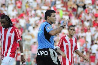 Árbitro Ricardo Tavares.