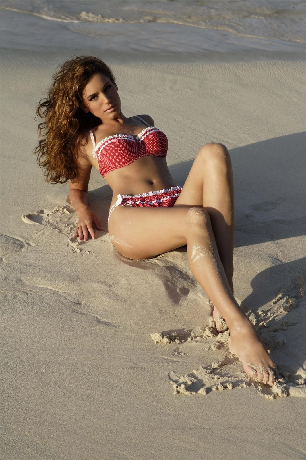 Kelly+Brook+2006+Calendar+2 18 Best Kelly Brook Photos in Swimwear
