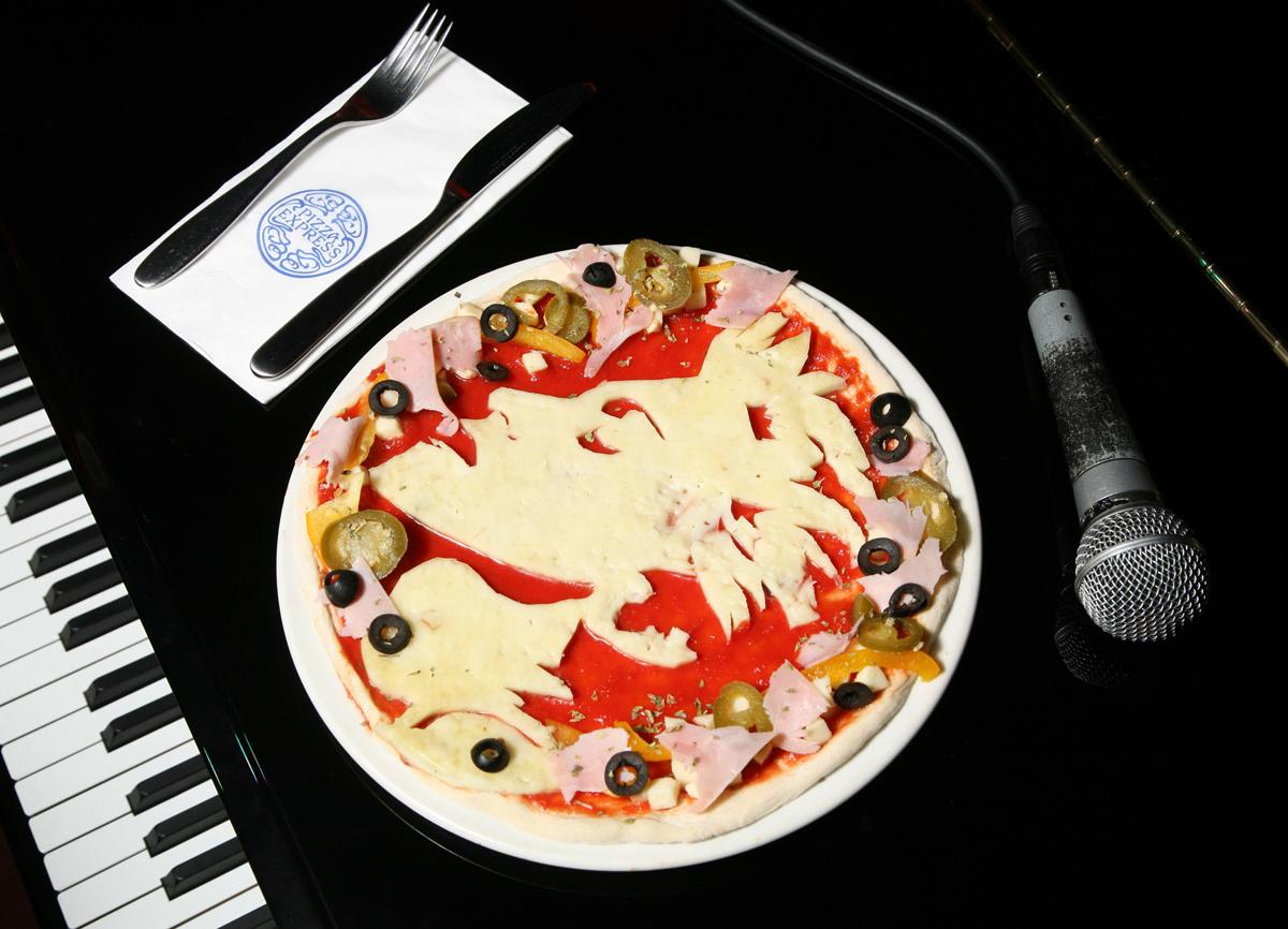 http://4.bp.blogspot.com/-N5MP_kr3bNA/TmZsUb5uuAI/AAAAAAAAHkw/VRsVqzx2Ix4/s1600/Madonna-Pizza-1315323124.jpg