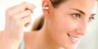 Bahaya Membersihkan Telinga Terlalu Dalam