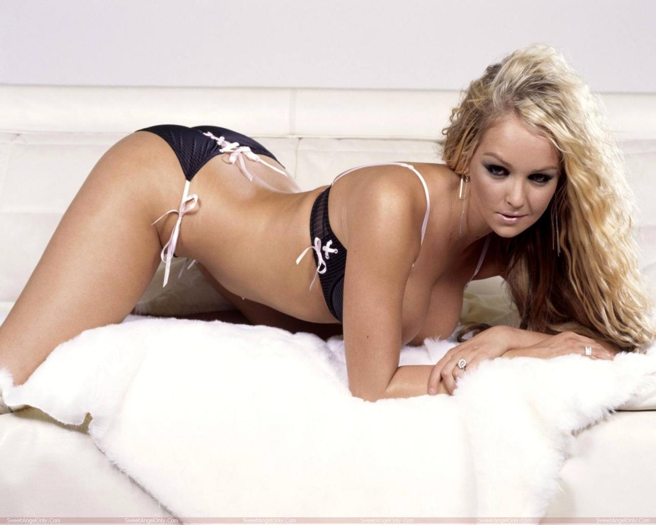 http://4.bp.blogspot.com/-N5k9BKcp0Qw/TWZWUBNXcmI/AAAAAAAAEpY/YkuypYU7oyo/s1600/actress_jennifer_ellison_hot_wallpapers_in_bikini_sweetangelonly_24.jpg