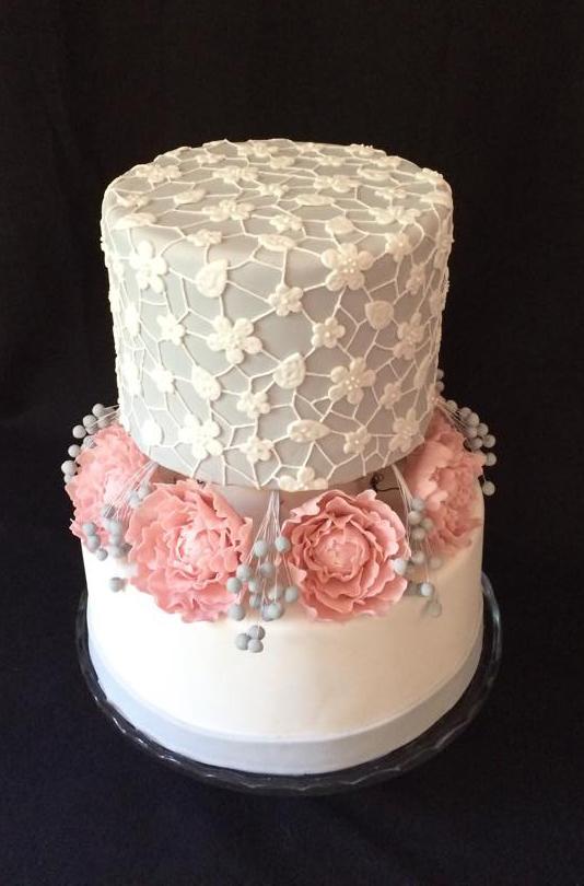 Vintage csipke torta cukorviragokkal