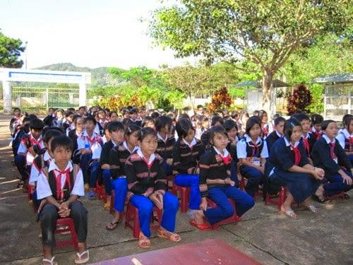 Gia Lai: Hỗ trợ gạo cho các học sinh có điều kiện khó khăn