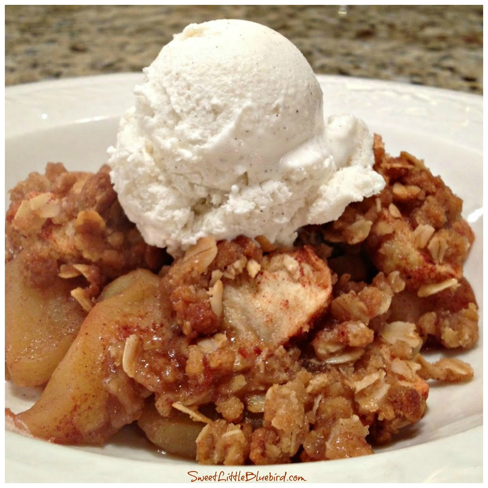 Sweet Little Bluebird: Quick and Easy Apple Crisp