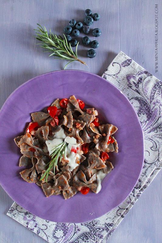 farfalle ai mirtilli, prosecco e farina di kamut...un primo piatto che vi stupirà!