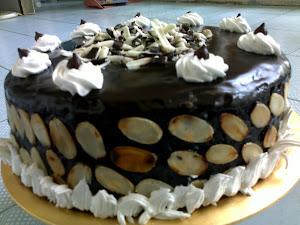 moist cake besday