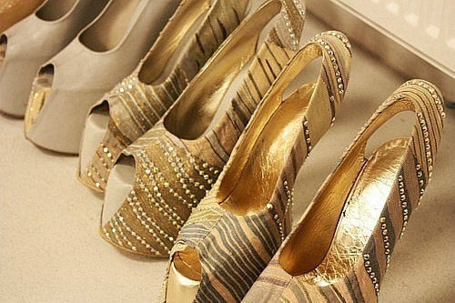 importance of shoes The importance of heels heels are the single most powerful item in a woman's wardrobe for improving her attractiveness to men i routinely recognize this when i go to nightclubs, where almost all of the girls are wearing them.