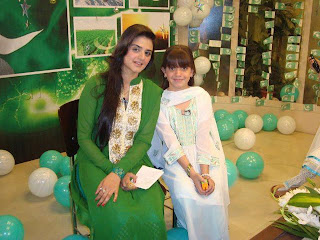Hira Salman with childstar Areesha Razi In Child Speacial