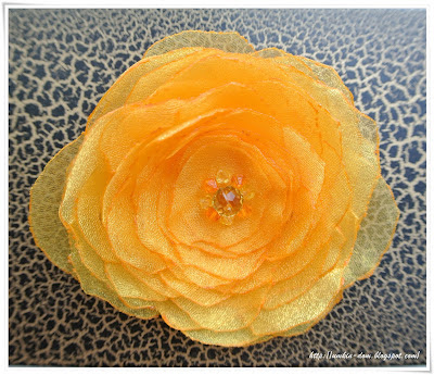 Желтый цветок из органзы, брошь