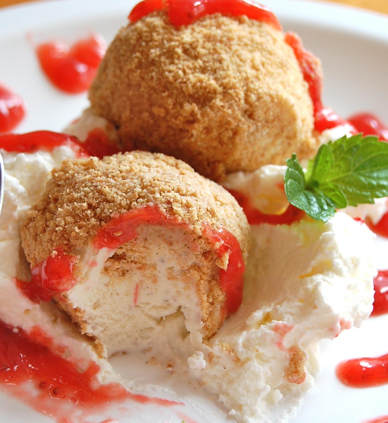 ... Graham Cracker Ice Cream Pie Sundae with a Strawberry-Rhubarb Vanilla