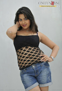 priyanka-tiwari-hot-stills-9872.jpg