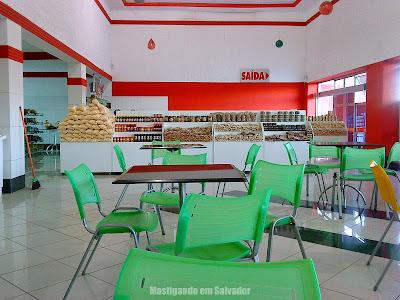 Rei da Pamonha: Ambiente interno e lojinha de produtos típicos da unidade da BR 324