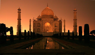 IN NIGHT TAJ MAHAL LOOKS VERY BEAUTIFUL
