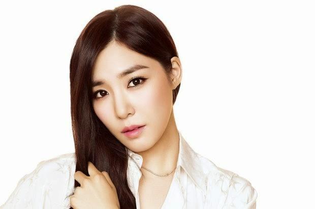 Tiffany Dikritik Terlalu Seksi Untuk Iklan Jam Tangan
