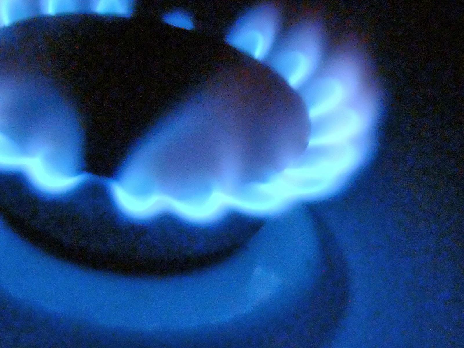 10 consejos para ahorrar en la factura de la luz ideas eco for Calor azul consumo mensual
