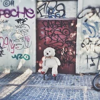 медведь на остановке