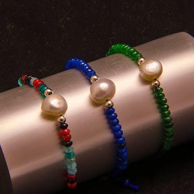 Pulsera línea de jade y perlas barroca  blanca. Joyería Artesanal Personalizada en Plata