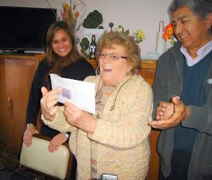 Guillermo Pereyra entrega subsidio al Centro de Jubilados y Pensionados de Piedra del Aguila.-