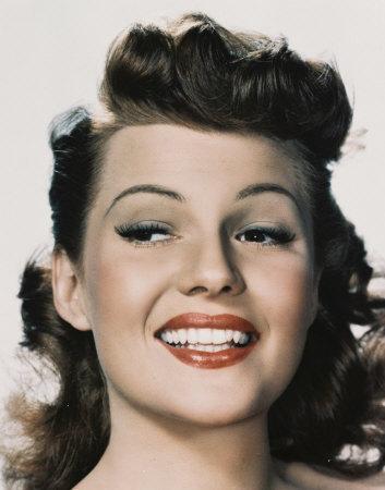 mediados de los 40 Estee Lauder crea su propia marca y a finales de ...
