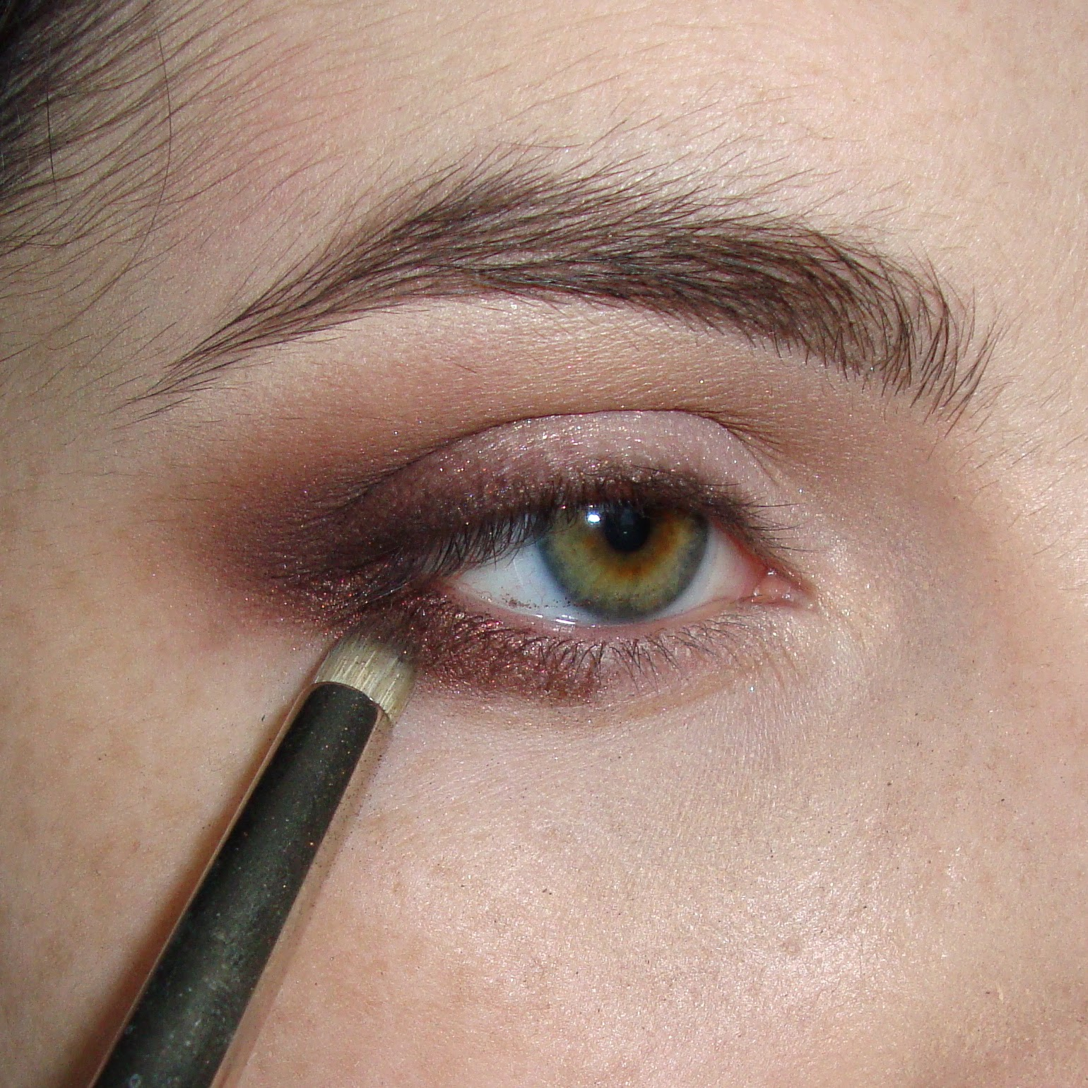 Pittpanthermua tutorial defined smokey everyday burgundy look blend a shimmery medium brown on the outer 13 of your lower lash line product used haute chocolate brush used mac 219 baditri Images