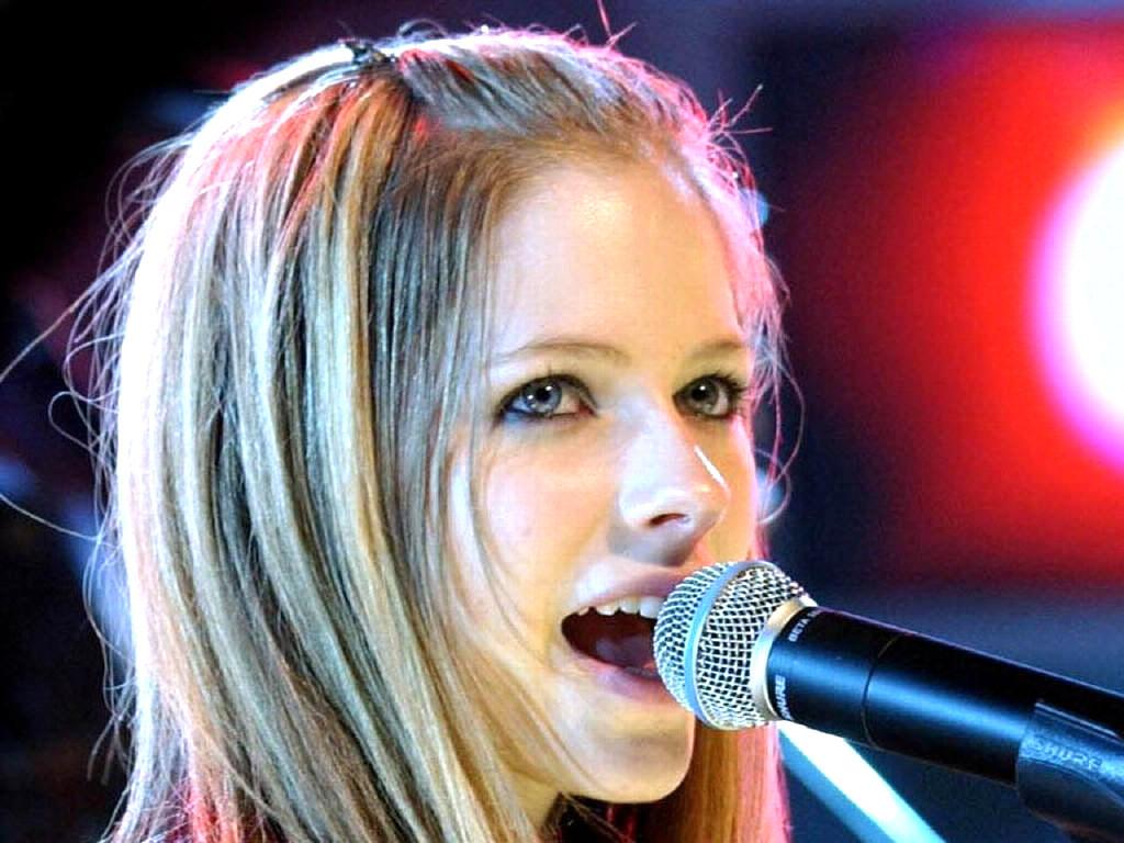 http://4.bp.blogspot.com/-N9GQ8k7mKK4/Tu-PIq3wCEI/AAAAAAAAWTY/xRu7cnhzP_Y/s1600/Avril-Lavigne-Wallpapers-2010-.jpg