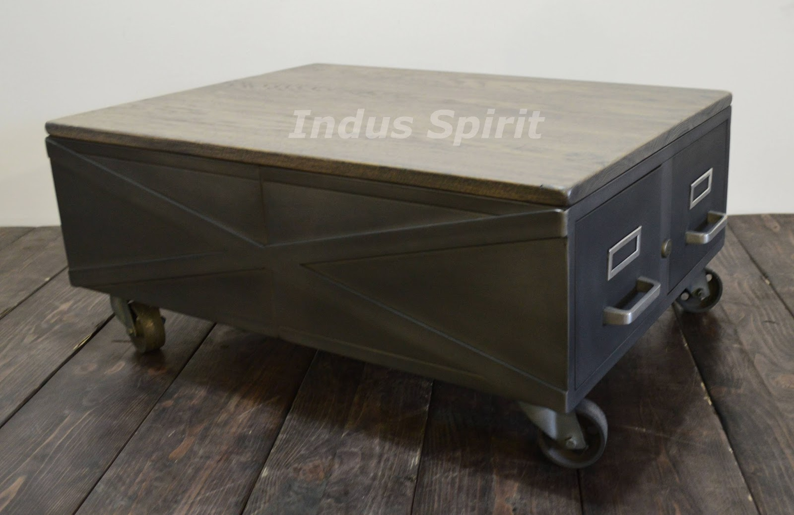 Table basse style loft industriel - Faire une table industrielle ...
