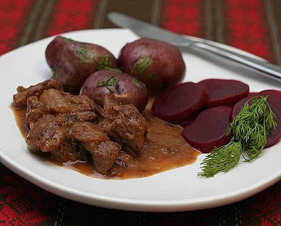 Beef Stew with Cranberries | easy weeknight stew  based on old Swedish recipe, chunks of beef slow-cooked with onion and cranberry | Weight Watchers PointsPlus 11 | Kitchen Parade