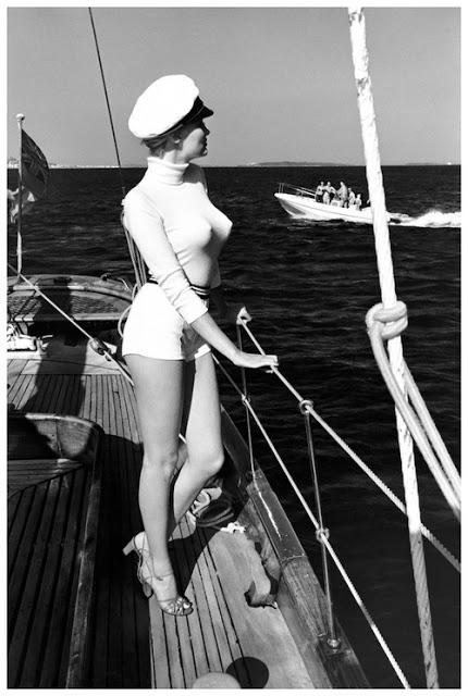 [Image: sailing.jpg]