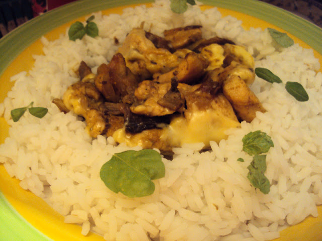 Shoarma Szoarma z kurczaka z pieczarkami i żółtym serem