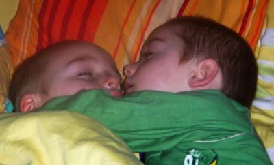 Dziecko w łóżku rodziców, kiedy dziecko budzi się w nocy, kiedy dziecko przychodzi do łóżka rodziców