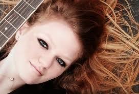 Kathryn Dean canta o tema de Jade em Malhação